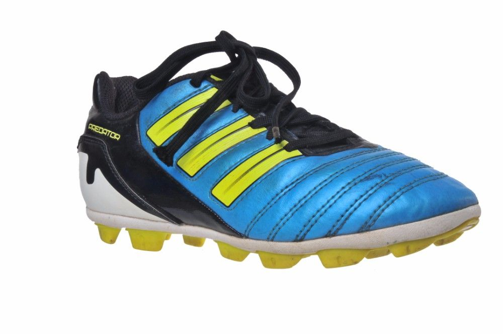 545bba8446a2 Ghete fotbal cu crampoane Adidas Traxion Predator marime 34 ...
